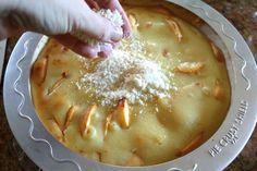 streusel being put on top of custard peach pie Best Peach Pie Recipe, Peach Pie Recipes, Sweet Recipes, Pie Dessert, Dessert Recipes, Desserts, Cake Recipes, Peach Custard Pies, Just Pies