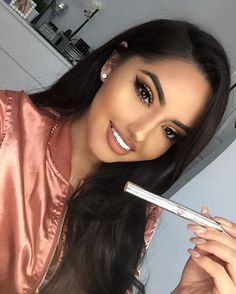 An easy + effective way to whiten.  Super Booster Teeth Whitening Pen! Throw it in your purse and whiten on the go!  Shop the Sale Tab to get a 2-pack for $9.75 75% off All Teeth Whitening  @whiteninglightning www.whiteninglightning.com #whiteninglightning  @theerealkarlaj