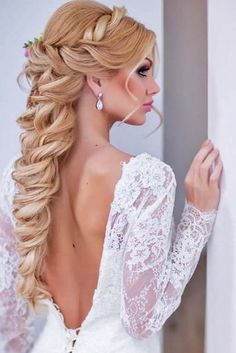 50 Awesome Curly Wedding Hairstyles Almost all of the curly wedding hairstyles are for girls with straight hair. They may take longer at hair salon. But it worth for sure! And it will cr. Dark Curly Hair, Curly Wedding Hair, Wedding Hairstyles For Long Hair, Blonde Hair, Bridal Hairstyles, Great Hairstyles, Curled Hairstyles, Straight Hairstyles, Romantic Updo