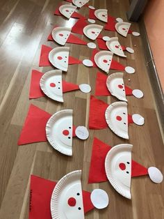 Paper plate Santa Preschool Christmas Crafts, Christmas Arts And Crafts, Christmas Themes, Daycare Crafts, Christmas Activities, Christmas Projects, Holiday Crafts, Holiday Decor, Kid Crafts