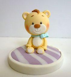 Cute teddy bear cake topper.