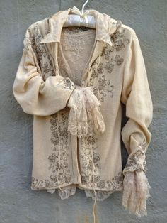 (via Inspiration - sweater jacket | Fashion | Pinterest) Hang Me Up...