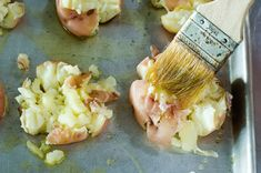 Pioneer Woman's Smashed Potatoes- These are the best! So crispy and delicious! Fish Recipes, Beef Recipes, Cooking Recipes, Potato Recipes, Yummy Recipes, Mexican Recipes, Healthy Recipes, Crash Hot Potatoes, Baked Potatoes