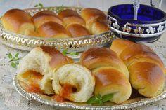 Cornuri pufoase cu gem - CAIETUL CU RETETE Hot Dog Buns, Hot Dogs, Chorizo, Mozzarella, Cake Decorating, Deserts, Dessert Recipes, Bread, Pizza
