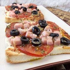 La receta de pizzas en pan de molde admite muchas variantes según tu gusto. Yo a veces le pongo pesto al pan y encima queso tomate y aceitunas negras, o tomates secos en lugar de frescos... según tu imaginación.