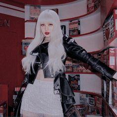 Lisa Blackpink Wallpaper, Pink Wallpaper Iphone, Trendy Wallpaper, Aesthetic People, Kpop Aesthetic, Red Aesthetic, Blackpink Photos, Iconic Photos, Jennie Lisa