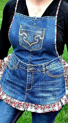 Farm Girl Apron Tutorial from Recycled Jeans -> Uh uh uh uh Way TOO cute! But maybe a red checkered material for the border vs the flowered border.Farm Girl Apron Tutorial from Recycled Jeans - Use belt loops and make longer strap to tie around waist Denim Crafts, Jean Crafts, Wood Crafts, Sewing Aprons, Sewing Clothes, Sewing Jeans, Denim Aprons, Sewing Shorts, Sewing Elastic