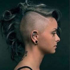 The Mohawk has always had one fantastic quality. The traditional, spiked Mohawk is now a relic of the past but contemporary versions of it survive, and. Curly Mohawk Hairstyles, Top Hairstyles, Short Hairstyles For Women, Mohawk Styles, Short Hair Styles, Cornrows, Female Mohawk, Lady Mohawk, Undercut Women