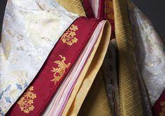 #十二単 #着物 #平安 #ブライダル #ウエディング #和婚 #結婚 #kimono #japan #bridal #wedding #heian #jyunihitoe Flame In The Mist, Wrath And The Dawn, Heian Era, Japanese Kimono, Traditional Dresses, Pure Products, History, Layers, Textiles