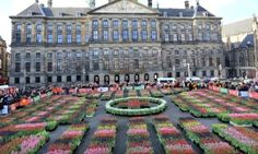 National Tulip Day is the official kickoff of the tulip season. A specially created garden on Dam Square lets everyone come along to pick tulips for free.