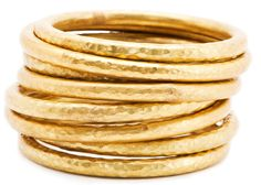 Like the beating of an acoustic drum, gold hammered metal jewelry brings rhythm and texture to the forefront. Modern Jewelry, Metal Jewelry, Hammered Gold, Brass, Out Of The Closet, Mexican Designs, Fashion Details, Bangles, Bracelets