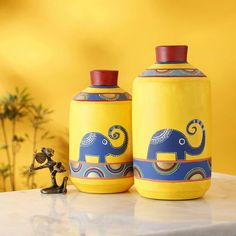 Home Decorative Terracotta Hand Painted Earthen Vase in Yellow Color This Decorationative vase is perfect gift for wedding, house warming, Anniversary and festive occasions Painted Glass Bottles, Glass Bottle Crafts, Diy Bottle, Painted Pots, Bottle Art, Decorated Bottles, Wine Bottle Vases, Pottery Painting Designs, Pottery Designs