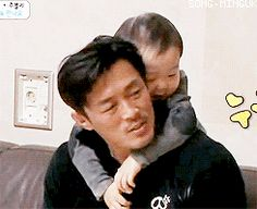 Minguk cuddling with Sung Hoon appa | The Return of Superman