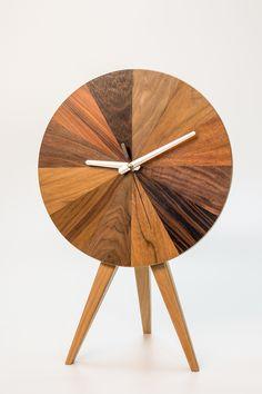 Drewniany zegar, dekoracje do domu, polski design. Zobacz więcej na: https://www.homify.pl/katalogi-inspiracji/14441/dekoracje-do-domu-dla-kreatywnych