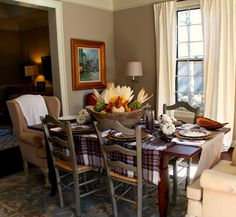 A Cozy Natural Thanksgiving Tablescape