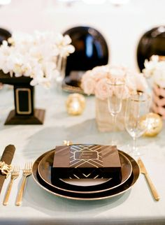 Gold cutlery paired with black plates and floral centerpieces for this gorgeous Gatsby themed place setting Great Gatsby Party, Gatsby Theme, Gatsby Wedding, Art Deco Wedding, Tan Wedding, Wedding Ideas, Wedding Details, Wedding Reception, Dream Wedding