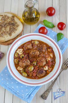 Klopsiki w sosie pomidorowym z oliwkami i fetą - Filozofia Smaku