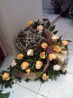 Stylowi.pl - Odkrywaj, kolekcjonuj, kupuj Arrangements Funéraires, Funeral Flower Arrangements, Art Floral, Deco Floral, Grave Flowers, Funeral Flowers, How To Wrap Flowers, Diy Flowers, Floral Bouquets