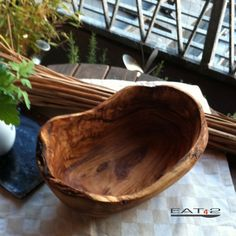 Olive wood bowl with a natural edge or rustic look Length (oval formed) approx. inch Usable for presenting fruits, vegetables or just for Awesome Woodworking Ideas, Green Woodworking, Woodworking Patterns, Wood Carving Art, Wood Art, Olive Wood Bowl, Into The Woods, Got Wood, Log Furniture