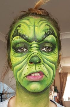Makeup of the GRINCH! Christmas special The post Makeup of the GRINCH! Christmas special appeared first on Best Pins for Yours - Makeup Ideas Face Paint Makeup, Fx Makeup, Makeup Ideas, Christmas Face Painting, Amazing Halloween Makeup, Halloween Ideas, Christmas Makeup Look, Character Makeup, Theatrical Makeup