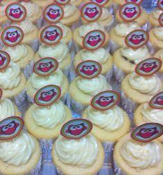Cupcakes de baunilha com recheio de nutella e cobertura de chocolate branco... Especial pra Manu!