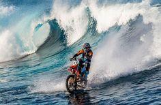 Pipe Dream – Surfer les vagues en motocross