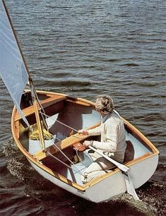 Sailboat and sailing yacht searchable database with more than sailboats from around the world including sailboat photos and drawings. About the DYER DINK sailboat Dinghy Sailboat, Sailing Dinghy, Sailboat Plans, Wooden Sailboat, Plywood Boat, Wood Boats, Kayaks, Sailboat Restoration, Small Yachts