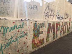 Mural participativo en el Raval lleno de color, ideales y emociones.  #ArtSocietatEducació2016 #graffiti