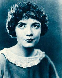 Publicity photo of Lois Wilson from Stars of the Photoplay 1924