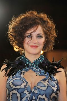 Marion Cotillard's super curly hairstyle