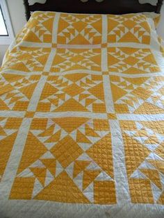 A wonderful two color vintage Wild Goose Chase Quilt. The maker of this quilt, Elizabeth, inscribed her name on the back in ink. Amische Quilts, Barn Quilts, Mini Quilts, Yellow Quilts, Red And White Quilts, Green Quilt, Colorful Quilts, Bed Runner, Quilting Projects