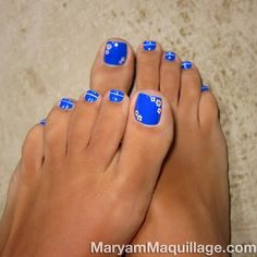 One of @Maryam Maquillage adorable creations! Cute dark blue nail polish and cute little flowers! Great summer pedicure! Go follow her on instagram and see her videos on youtube! MaryamMaquillage
