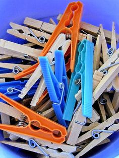 The clothespin game - Bal de Promo Field Day Games, Worksheets For Kids, Games For Kids, Party Games, Clothes Hanger, Photo Booth, Baby Shower, Activities, Birthday