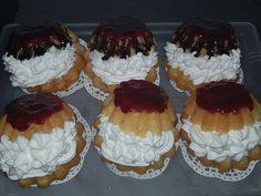 Ingrediente Savarine facute in casa – Pentru gogosi: 300 g faina; 15 g drojdie proaspata; 125 ml. Romanian Food, Cheesecake, Muffin, Sweets, Breakfast, Desserts, Lego Friends, Pastries, Cakes