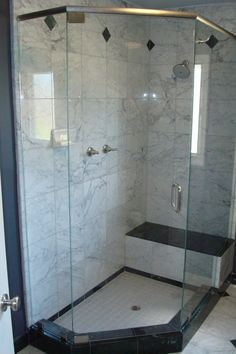 Marble Tile For Neo Angle Shower With Glass Enclosure And Shower Bench Neo Angle Shower, Small Bathroom With Shower, Downstairs Bathroom, Walk In Shower Designs, Bathroom Tile Designs, Shower Remodel, Shower Enclosure, Glass Shower, Bathroom Renovations