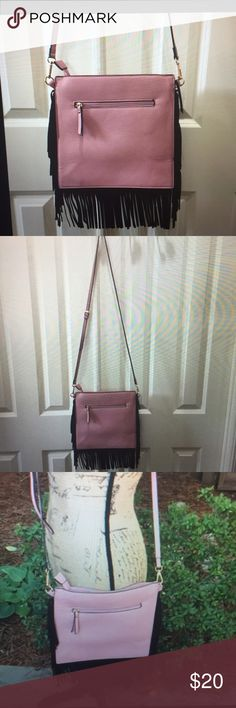 """🌴NWOT Bag Blush Vegan Leather & Black SuedeFringe 🌺NWOT Stunning Pink Blush Vegan Leather Crossbody Bag with Beautiful Black Suede Fringe on each Side. H = 10"""" L = 10"""". Zipper top closure. Adjustable Shoulder Strap, Drop = 23"""" to 29"""". Front Zip Compartment. Interior lining is a very nice blue & white polkadot fabric & 2 interior storage pockets. Nice Exterior Goldtone hardware accents. Smoke-Free Fashion Loving Posher😊Great Reviews & Fast Shipping🌹 Bags"""