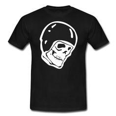 Ein Totenkopf mit Sturzhelm auf dein Shirt