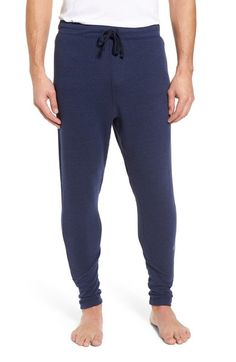 New Alo Zealous Slim Fit Sweatpants Mens Fashion clothing. offers on top store Twill Pants, Fleece Pants, Mens Joggers Sweatpants, Henley Shirts, Work Shirts, Online Shopping Stores, Mens Clothing Styles, Sports Shirts, Stylish Men