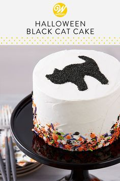 Use our cat cookie cutter and some back sparkling sugar to create this black cat cake top! Take a simple buttercream cake and add some fun Halloween sprinkles to create this festive cake Use our cat cookie cutter and some back sparkling sugar to create Halloween Desserts, Halloween Dessert Table, Bolo Halloween, Halloween Food For Party, Halloween Treats, Halloween Birthday Cakes, Halloween Black Cat, Holloween Cake, Easy Halloween