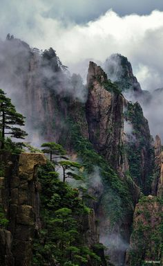 Huangshan Mountains by Bill Sisson. Location: Huangshan Mountains, China.