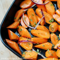 Pieczona marchewka z tymiankiem Vegetarian Recipes, Cooking Recipes, Healthy Recipes, Carrot Recipes, Polish Recipes, Finger Foods, Good Food, Food And Drink, Lunch