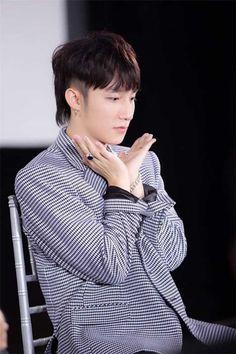 Stage Name, G Dragon, Viral Videos, Trending Memes, Boy Fashion, My Idol, Sons, Handsome, Singer