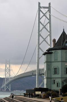 Sun Yat-sen Memorial Hall and Akashi Kaikyo Bridge, Kobe, Japan 移情閣と明石海峡大橋