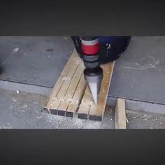 Splitting Wood, Cool Optical Illusions, Yard Tools, Must Have Tools, Cool Gadgets To Buy, Cardboard Crafts, Fireplace Design, Diy Tools, Woodworking Tools