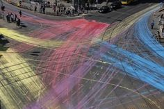 ◼︎◼︎▪︎◼︎◼︎ Used 500 liters of eco-friendly paint to convert the rosenthaler platz intersection in berlin into a painting tracing the cars crossing the intersection.