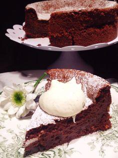 Lämmin suklaajuustokakku, reilun kaupan suklaasta.