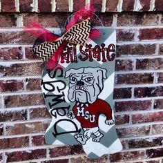 Mississippi State door hanger by RiversLaneDoorDecor on Etsy, $30.00