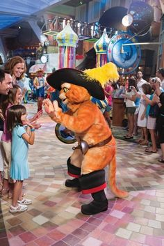 High five with your favorite feline from Puss In Boots! #DreamWorksExperience #RoyalCaribbean  www.viptrvl.com