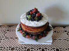 Naked Cake de baunilha,brigadeiro de leite ninho e geléia de frutas vermelhas!