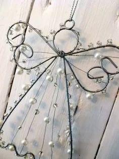 Making magic little Christmas angels - Over 20 DIY craft ideas - Geschenke - craft Wire Hanger Crafts, Wire Crafts, Christmas Projects, Holiday Crafts, Wire Hangers, Christmas Ideas, Little Christmas, Christmas Angels, Christmas Crafts